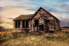 old-farmhouse-2535919_640